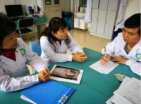 重医儿童医院上高原捐赠新生儿呼吸机