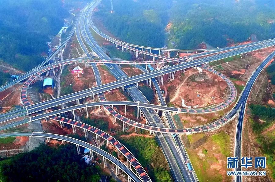 、恩来、恩建等高速公路的罗针田互通桥梁. 近日,连接沪渝高速与