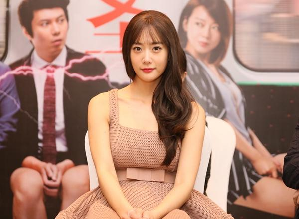 重庆女婿肖央回渝宣传电影:重庆女人地位很高