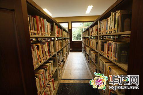 重大民国风图书馆走红网络