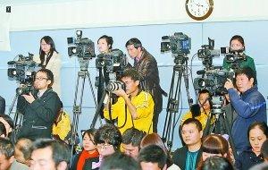 黄奇帆答境内外媒体提问 学生转户不挂钩