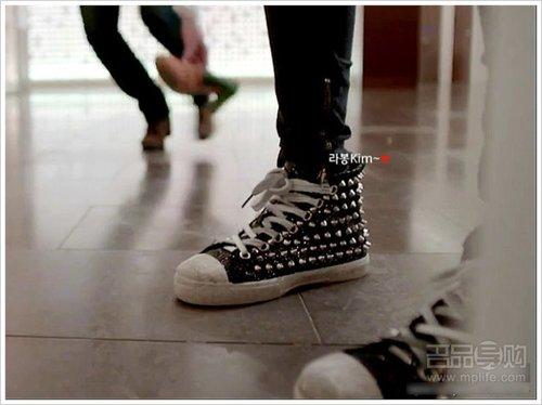 测还超级重)的鞋子