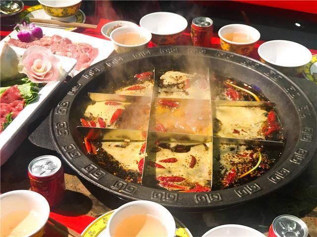 这家老火锅可体验藏族文化 开创火锅新风格