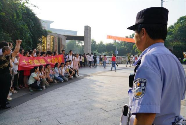 2018年高考正式来开帷幕 江津警方多措并举护航高考