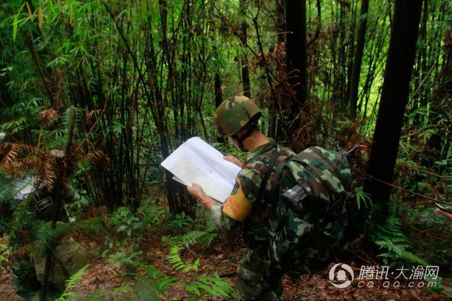 武警重庆特战队员开启魔鬼式训练 7天近40个科目