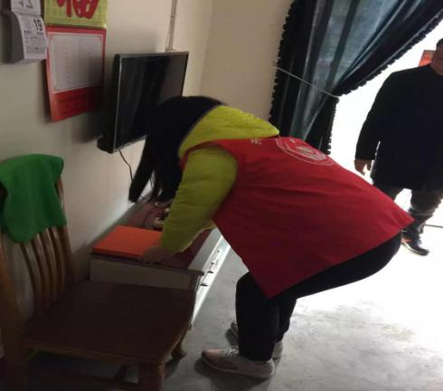 """开州区慈善志愿者积极开展""""情暖万家""""活动"""