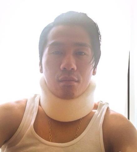 曹格录《爸爸2》脖子受伤带护具 网友心疼