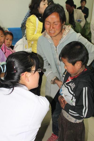 陕西251名小学生疑似食物中毒送医治疗