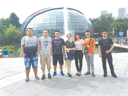 重庆这位大三学生做校园生意 半年帮4000同学找到兼职