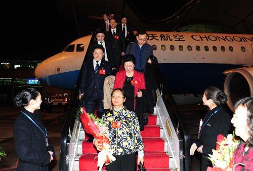 带回希望与激情 重庆市出席十八大代表昨返渝
