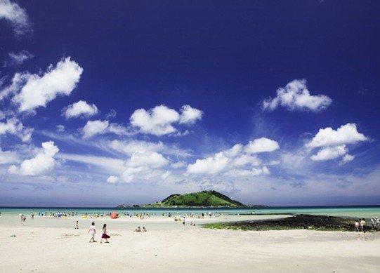 中秋出境未办签证 免签岛去赏海上生明月