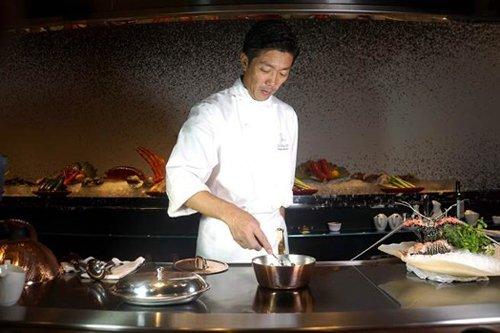 UKAI米其林星级主厨造访重庆罗宾斯牛排馆 开启定制化丽晶美食传奇