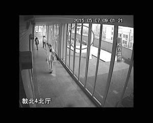 13岁男生在校坠亡监控最关键26秒缺失(图)