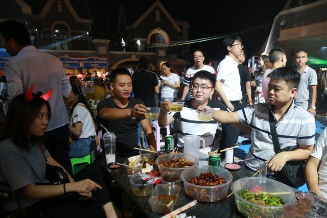 2018仙女山国家级旅游度假区青岛啤酒节震撼开幕