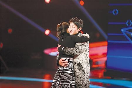 重庆崽儿上节目展超强记忆力 章子怡忍不住拥抱