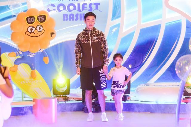 重庆时代广场上演泡泡运动亲子秀