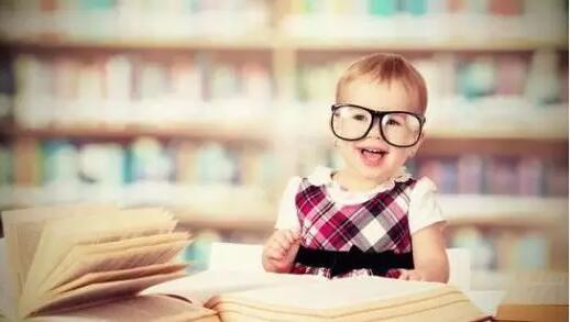 近视眼看书的时候 眼镜是该摘下还是戴着?