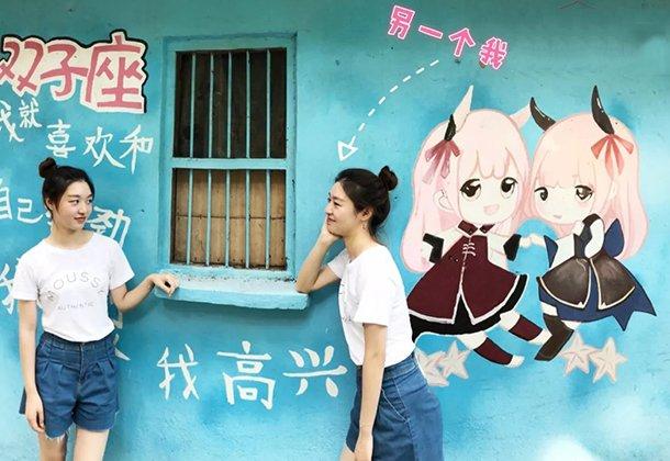 """老厂区变重庆""""童话街"""" 打卡新晋冷门涂鸦墙"""