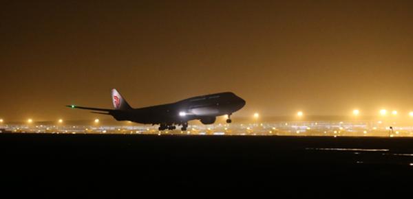 重庆机场第三跑道试飞成功 可起降空客A380