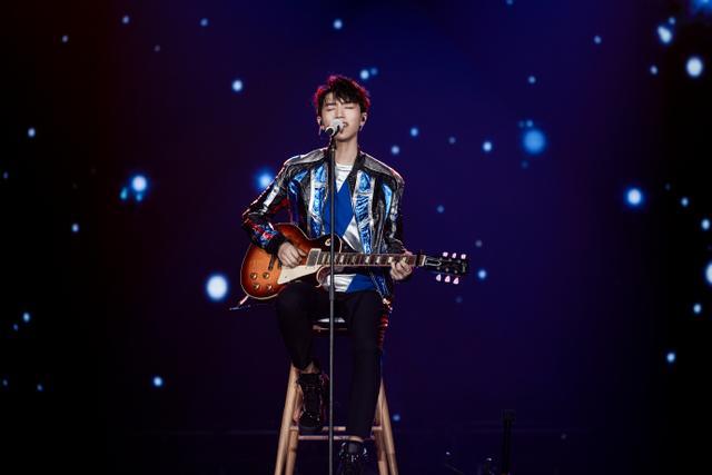 王俊凯19岁家乡庆生 新歌首秀主宰全场热舞上演锁喉撩