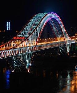 跨江大桥点亮重庆夜景