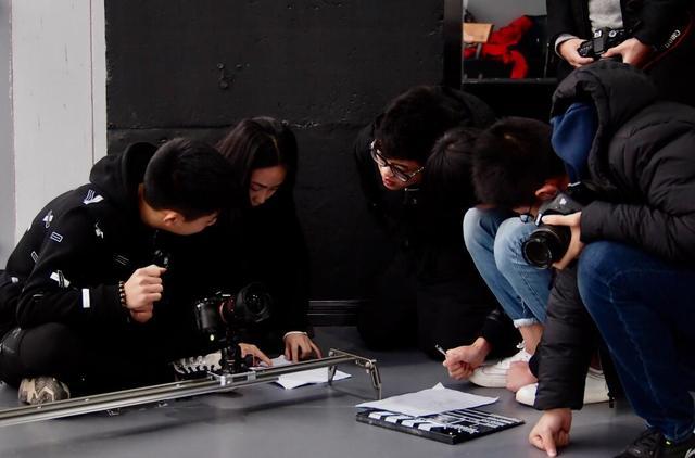 【重庆学神NO.12】播放量超200万!这么火爆的高中生微电影到底拍了啥?