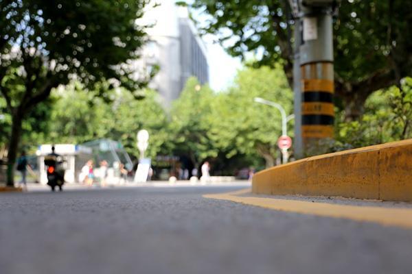 司机注意了!黄色禁停标线内停车要遭罚(图)