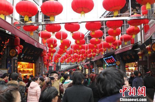 重庆千年古镇磁器口春节人气火爆
