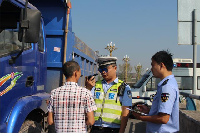 江北交巡警持续开展变型拖拉机道路交通违法专项整治