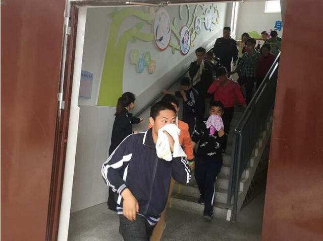 彭水警方走进聋哑人特殊教育学校开展消防演练