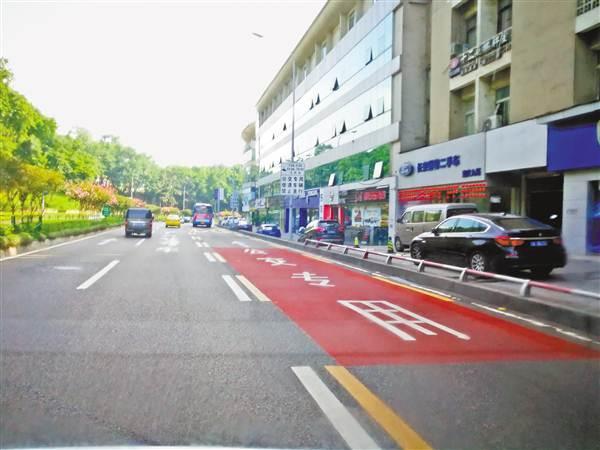 重庆首条公交优先车道12日投用 社会车辆禁止驶入