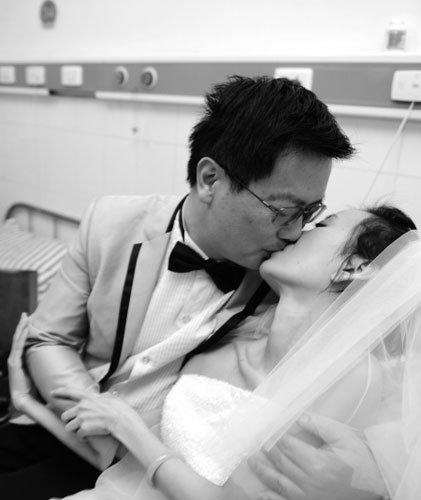 绝症女子病房笑披婚纱 为给爱人一个名分(图)