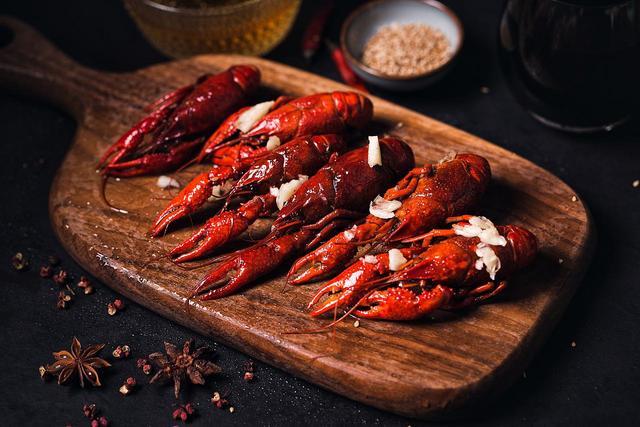 小龙虾这三个部位不能吃 吃小龙虾注意事项