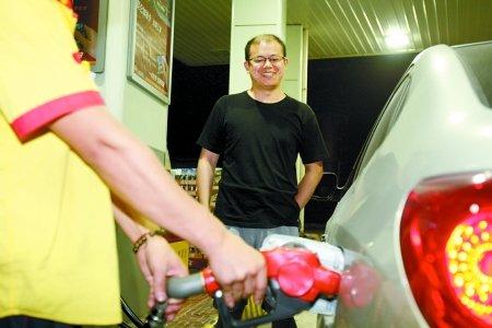 """今日零时油价再降 全面回归""""7""""时代"""