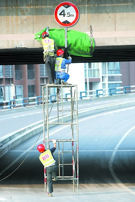 鹅公岩大桥交通管制进行调整 两匝道重开放