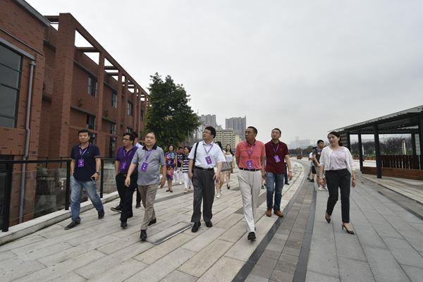 600清华校友齐聚重庆 为城市创新建言献计
