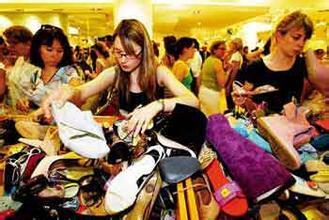 国人赴日购物挤爆商场 赴港购物热情不再