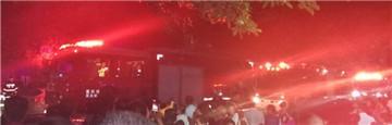渝北一门市突发火灾 出动多辆消防车