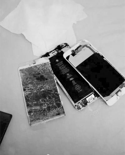 中学突击搜查学生手机 老师当众摔烂3部(图)