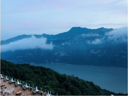 云南昭通邀重庆市民去避暑 体验15℃清凉夏季和美食