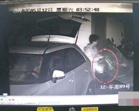 女司机车库偷汽油