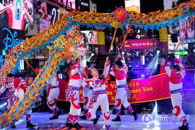 视频:铜梁龙舞动纽约时报广场 重庆旅游亮相美国跨年夜