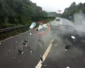 车祸瞬间乘客当场被甩出