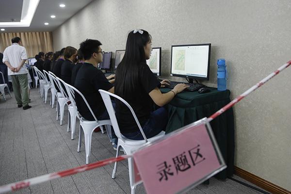 高考机器人考完数学题:答卷时断网断题库10分钟得一百分