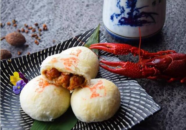 网红月饼今年特别多 牛蛙月饼、小龙虾月饼等出现