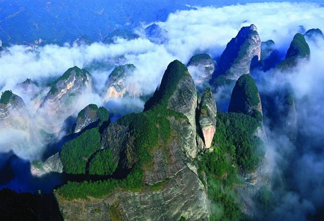 湖南推出5条精品旅游线路 玻璃桥、网红抖音墙吸睛