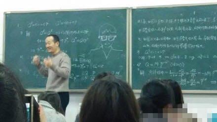 学生翘课老师放大招:翘课生画上黑板(图)