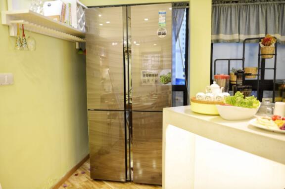海尔飨宴冰箱里隐藏着什么新鲜秘诀?看美女主播带你品鉴其中奥妙~