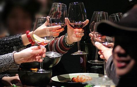 坐在客人左侧不容易醉?喝酒防醉6招是真的吗