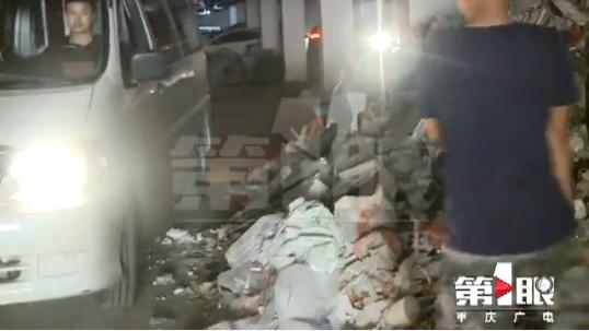 """地下车库成了垃圾场 业主车辆""""负了伤"""""""